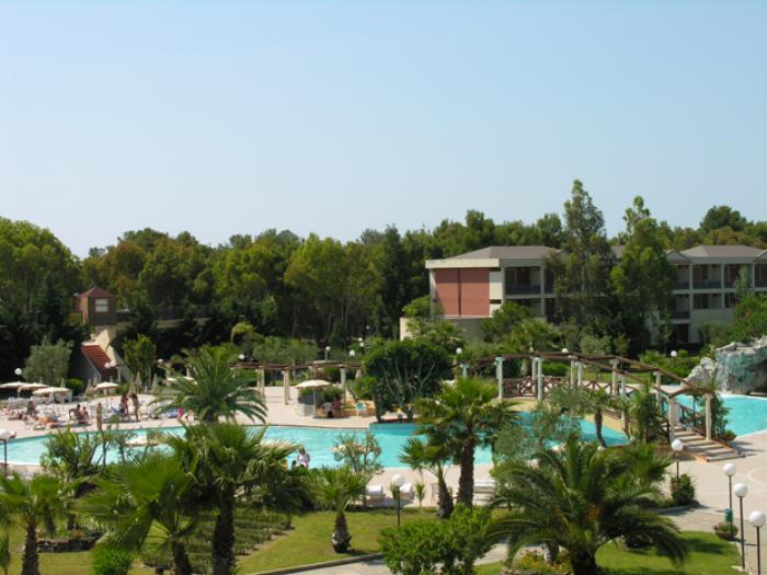 vista esterna del villaggio e della piscina